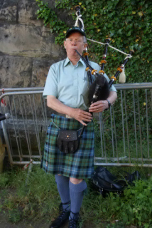 Ronnie the Piper